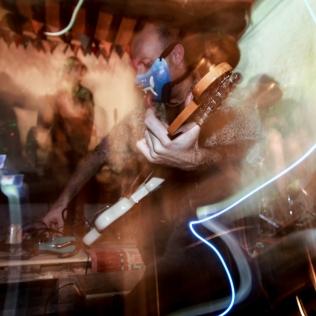 terrorist bengala party concerto antisismico pianificio