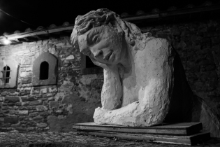 le opere nel giardino di Caravan Serraglio